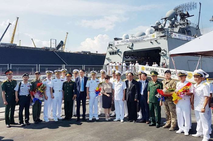 Tàu khu trục Roks Moon Mu The Great (DDH 979) Hải quân Hàn Quốc cập cảng Đà Nẵng