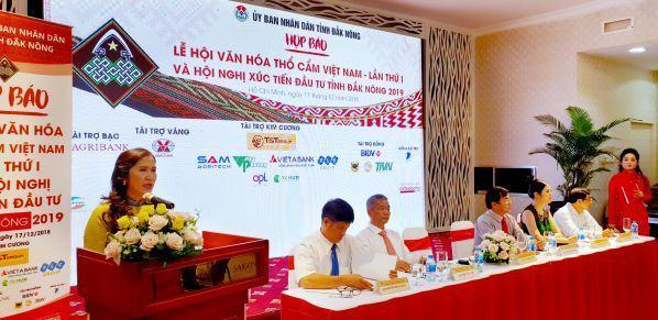 Lễ hội văn hoá thổ cẩm Việt Nam lần thứ 1: Phát huy bản sắc văn hoá dân tộc thiểu số