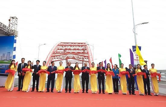Thủ tướng Chính phủ dự Lễ thông xe kỹ thuật cầu Hoàng Văn Thụ