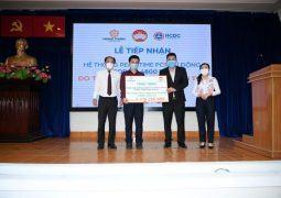 Tập đoàn Hưng Thịnh trao tặng hệ thống máy xét nghiệm tự động trị giá gần 5,3 tỷ đồng cho Trung tâm kiểm soát bệnh tật thành phố Hồ Chí Minh
